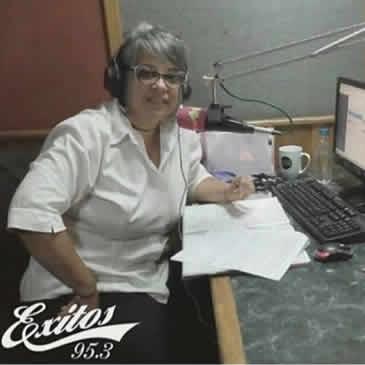 """Entrevista en el programa """"Con María Eugenia Jirón"""", en Éxitos 95.3 FM"""