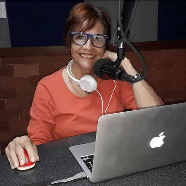 """Entrevista con Licda Dhameliz Diaz en su programa """"LO CREAS O NO por Onda 100.9FM"""